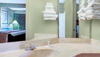 Travelodge_Suites_East_Gate_Orange_Guestroom_06