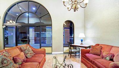 Travelodge_Suites_East_Gate_Orange_Lobby_01