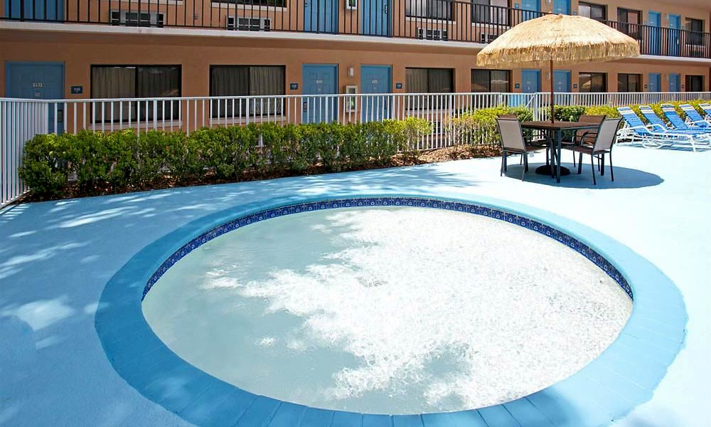 Travelodge_Suites_East_Gate_Orange_Pool_03