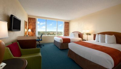 Deluxe-tower-room-in-ramada-kissimmee-gateway-hotel-400×230